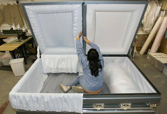 Confessions Of A Funeral Director 187 37 Unique Caskets